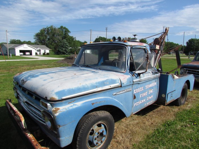 60 Year Huge Private Collection of Vintage Car Parts, Vehicles and Boat - Eddie Johnson - Pisgah, Iowa